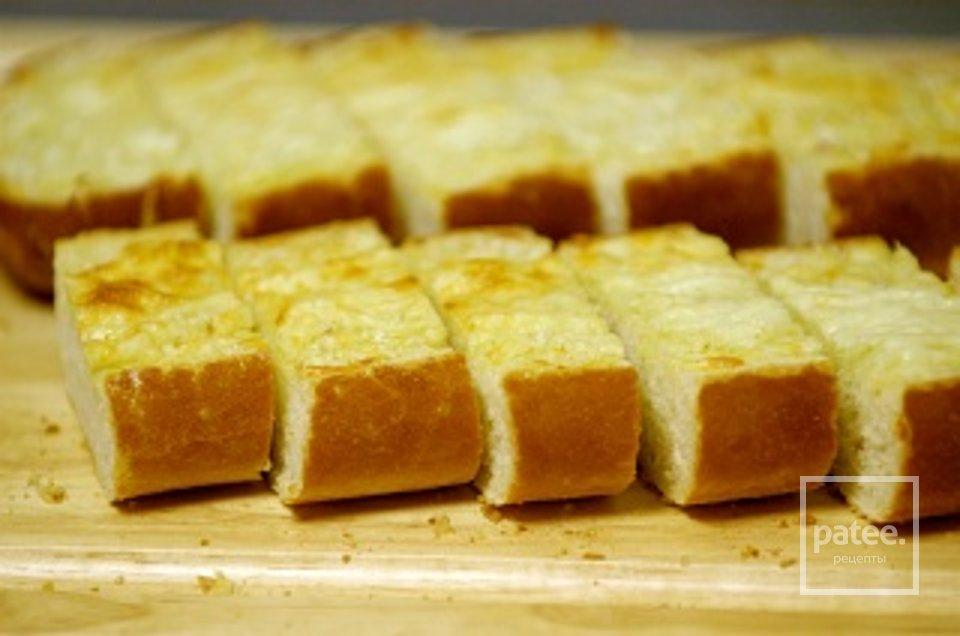 Хлеб с чесноком и пармезаном