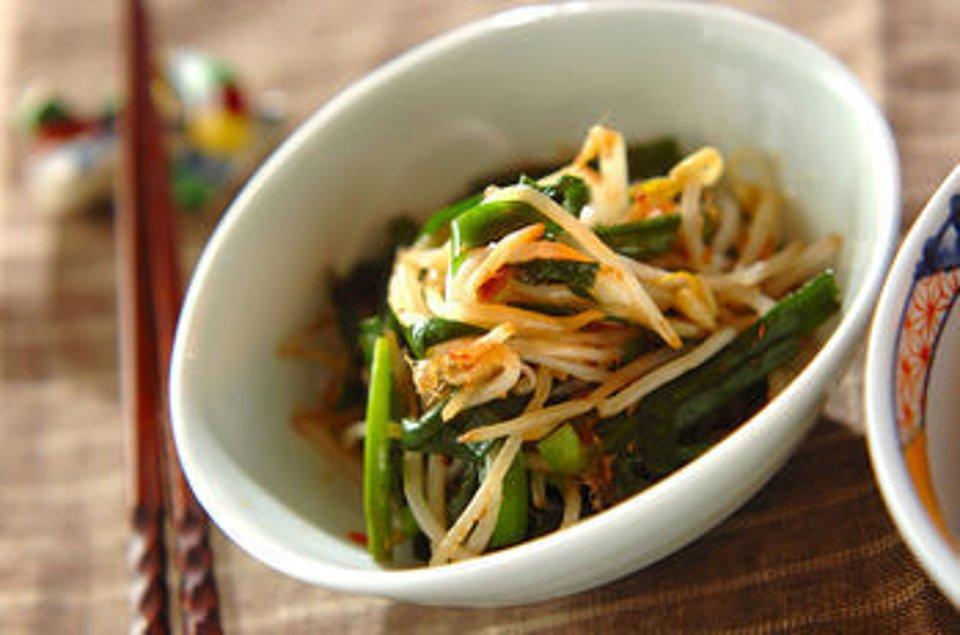 Салат из ростков фасоли и лука