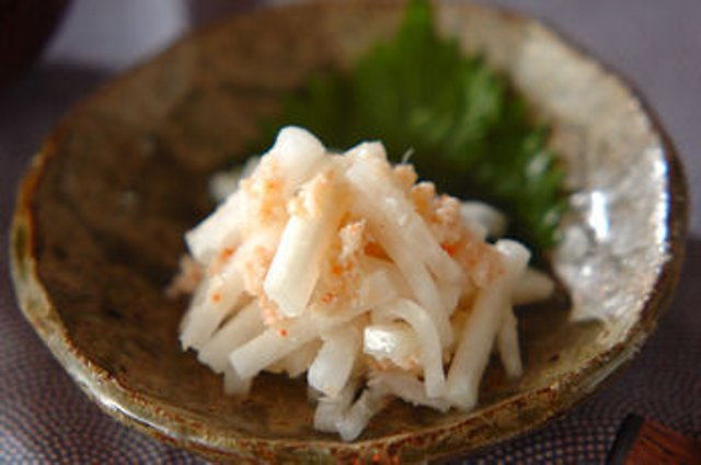 Салат из дайкона с крабом