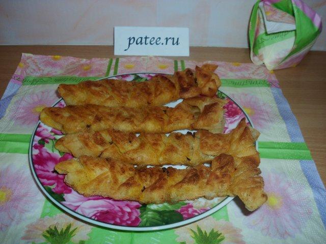 Пирожки рыбки в слоеном тесте