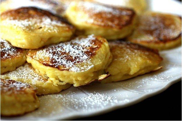 Рецепт яблочных оладьев на кефире