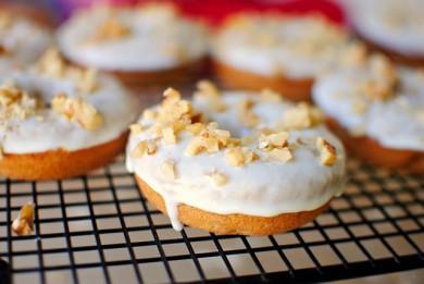 Рецепт Банановые пончики с грецкими орехами на завтрак