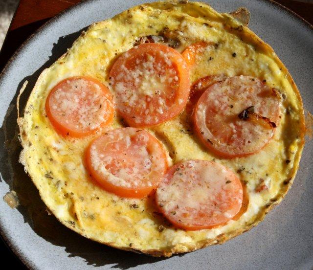 Омлет с картофелем и помидорами