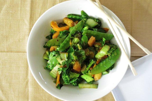 Быстро обжаренные овощи со специями