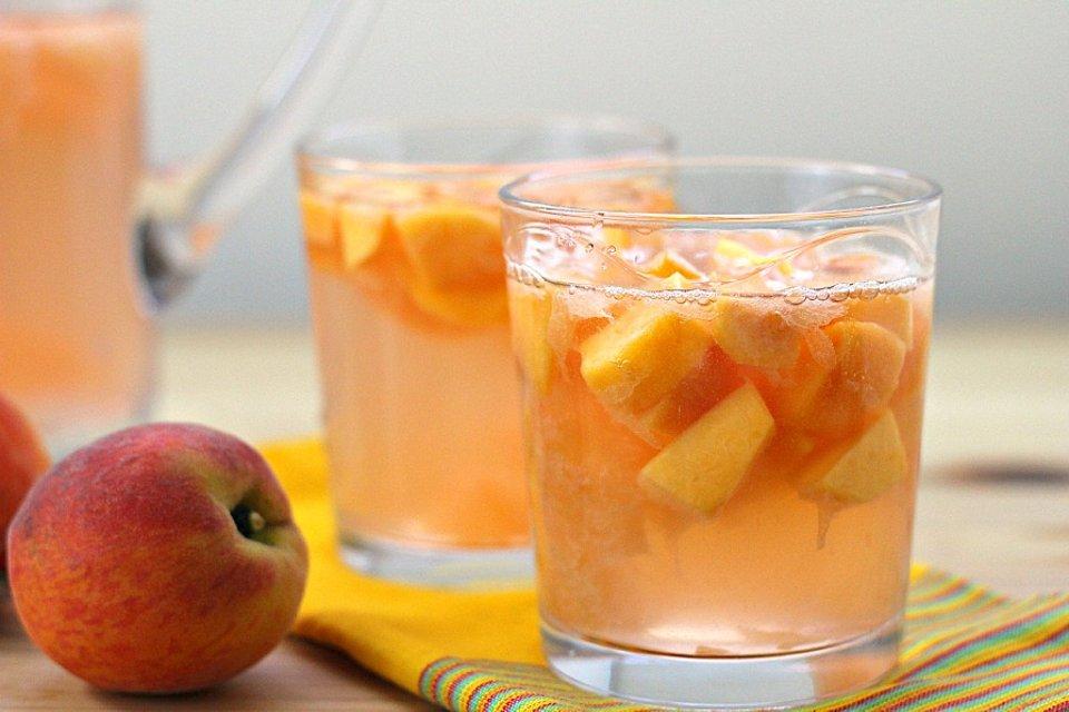 Сангриа с персиком