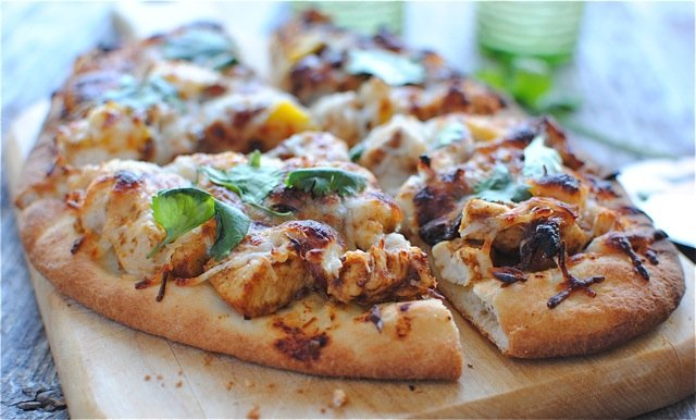 Простая острая пицца на лепешке