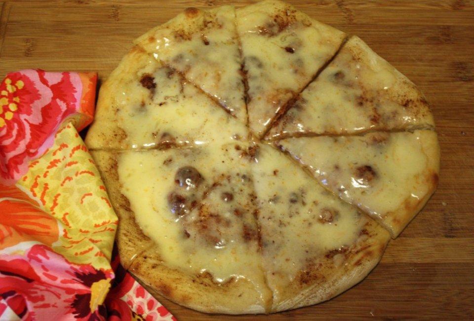 Сладкая апельсиновая пицца с корицей