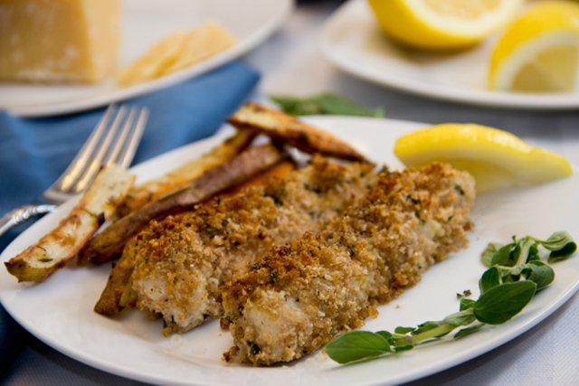 Хрустящие рыбные палочки с пармезаном