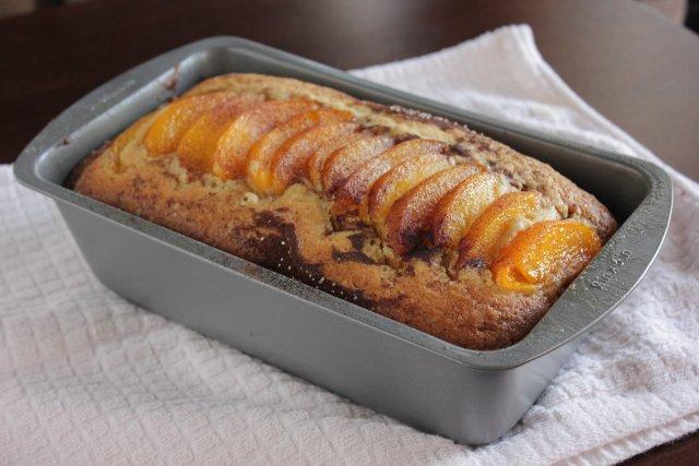 Хлеб с персиковым коблером