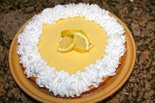 Лимонный пирог со взбитыми сливками