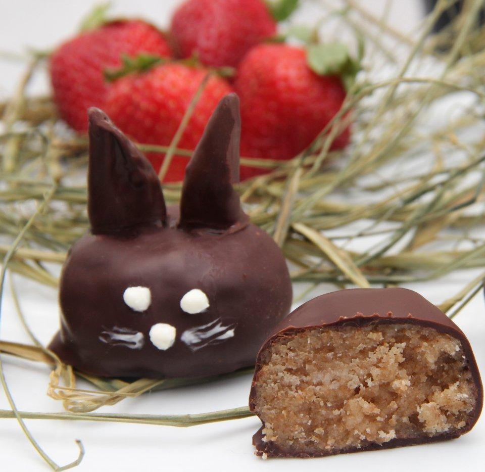 Трюфели в шоколаде - кролики с клубничными ушами