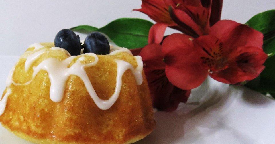 Бундт-тортики с лимоном и черникой