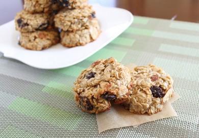 Рецепт Кокосовое печенье с вишней и миндалем