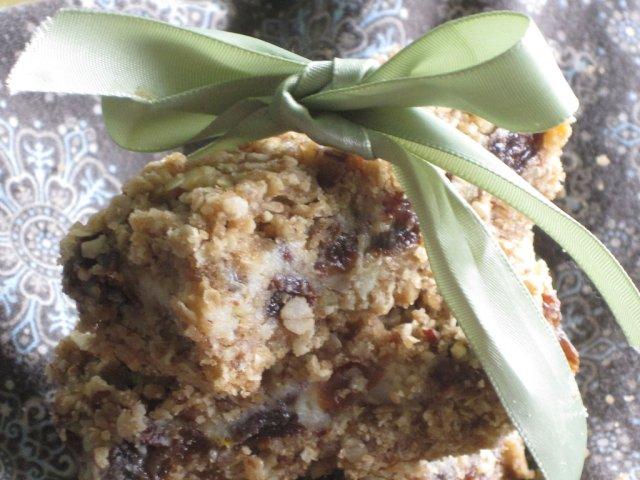 Овсяной пирог с изюмом и орехами