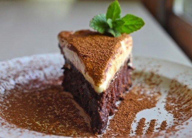 Шоколадный торт с белым муссом