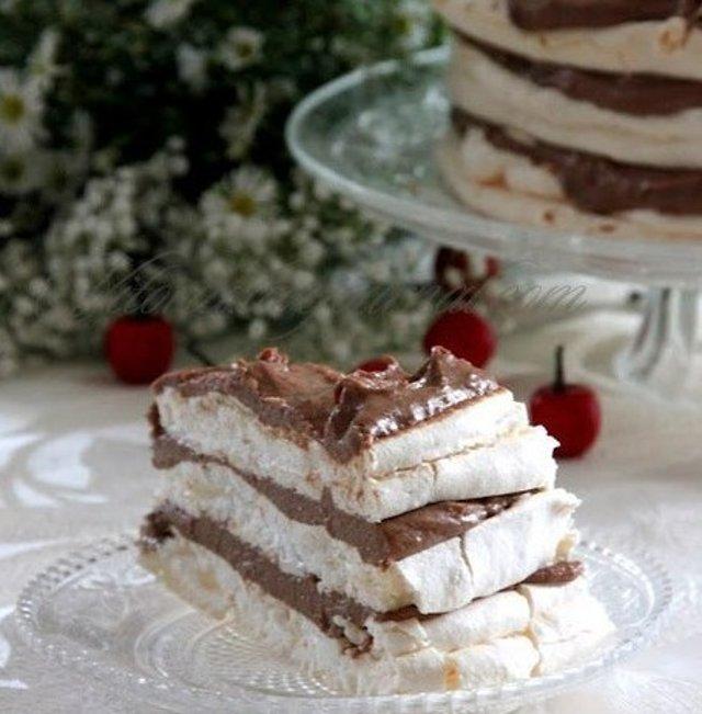 Торт-безе с шоколадным кремом