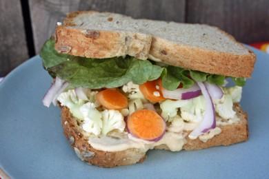 Рецепт Бутерброд с хумусом и овощами