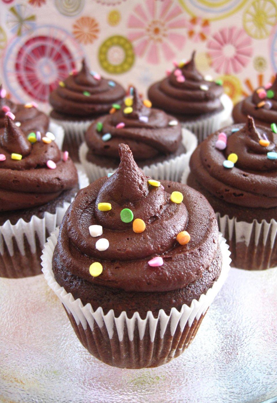 Шоколадные кексы с глазурью