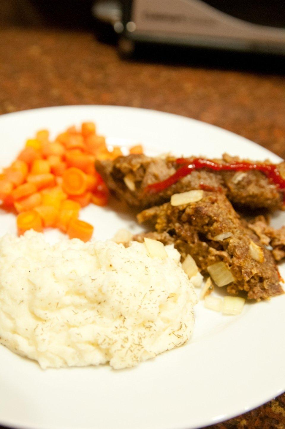 Картофельное пюре с укропом и чесноком
