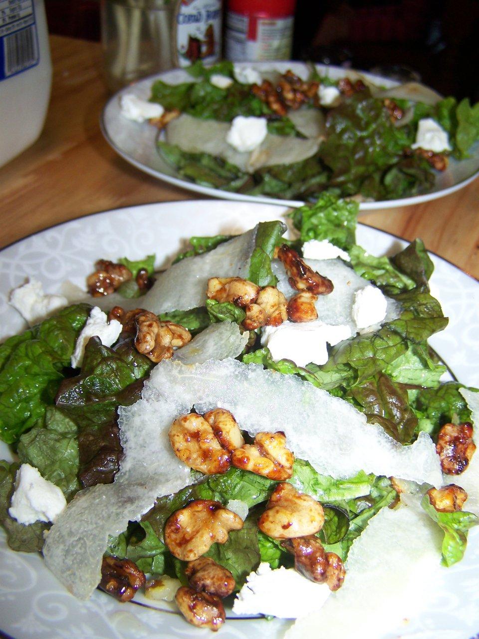 Салат с грушей и пеканом