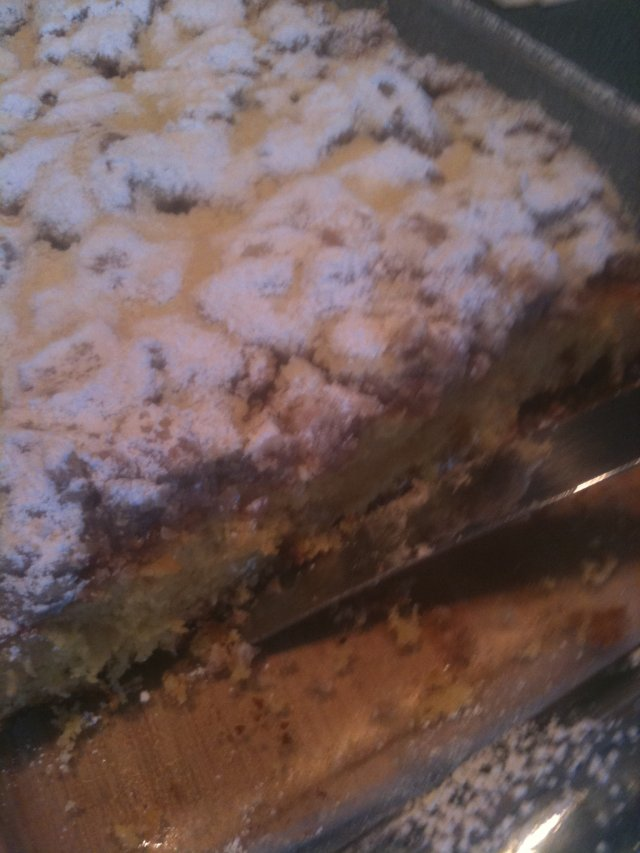 Пирог с посыпкой из муки, сливочного масла и сахара