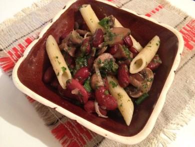 Рецепт Салат из грибов с фасолью и макаронами