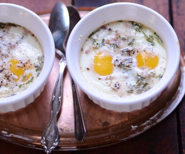 Запеченные яйца с розмарином