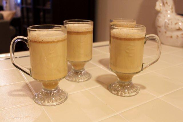 Горячий сливочный напиток с ромом