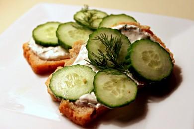 Рецепт Пикантный бутерброд с огурцами