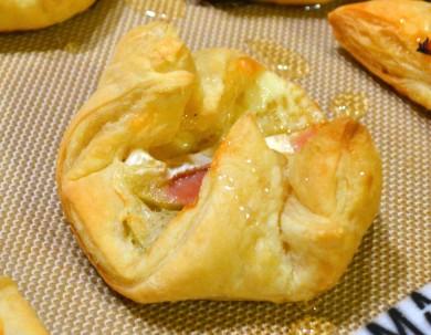 Рецепт Парижские булочки с яблоком, ветчиной и сыром