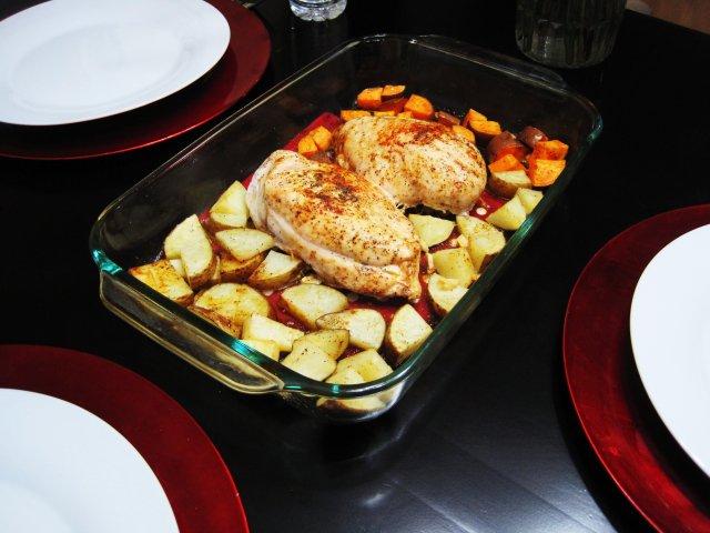 Куриные грудки запеченные с картофелем и чесноком