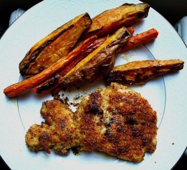 Жареная курица с морковью и сладким картофелем