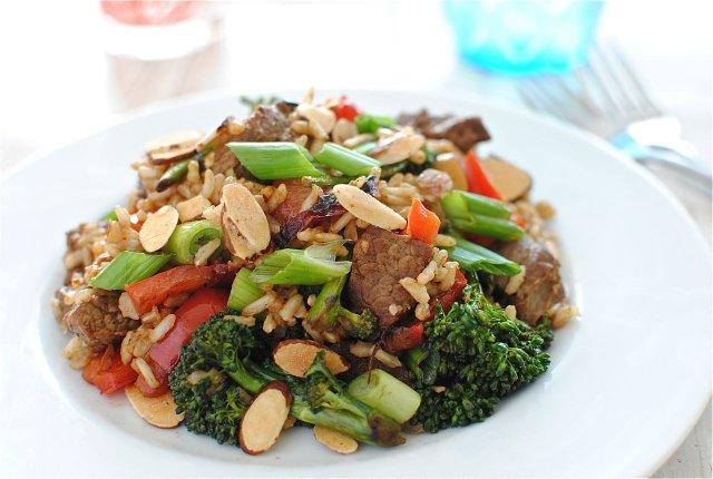 Говядина с брокколи и рисом