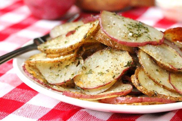 Запеченный картофель с зеленью и специями
