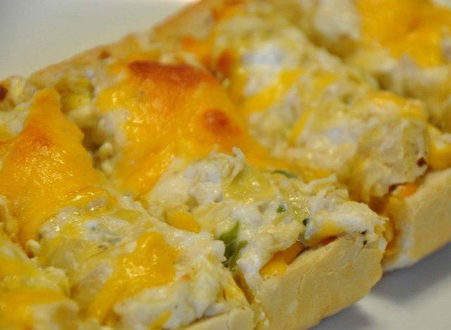 Хлеб с сыром и артишоками