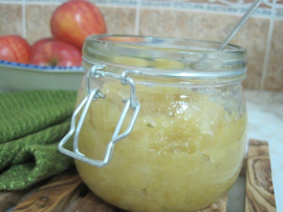 Яблочный джем с медом и розмарином