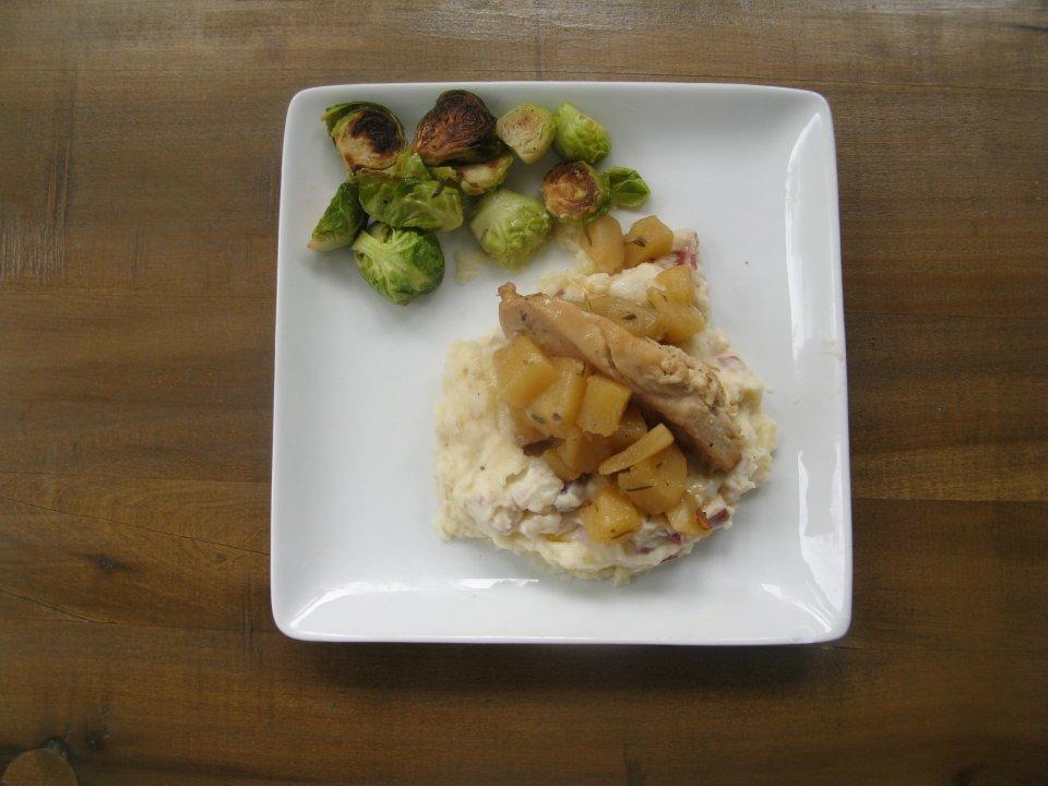 Жареная курица с грушевым соусом