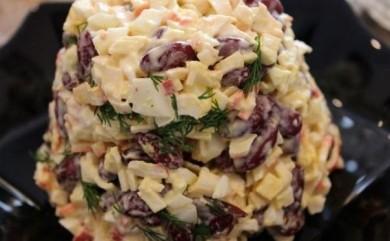 Рецепт Быстрый салат с фасолью и крабовыми палочками