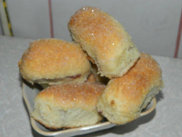Маленькие пирожки с вишнями