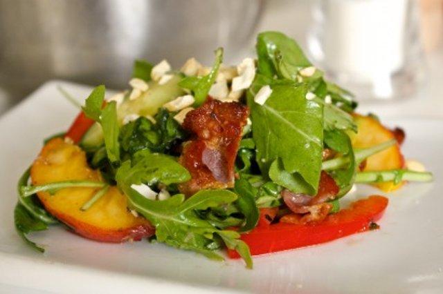 рецепт салат с персиками и помидорами
