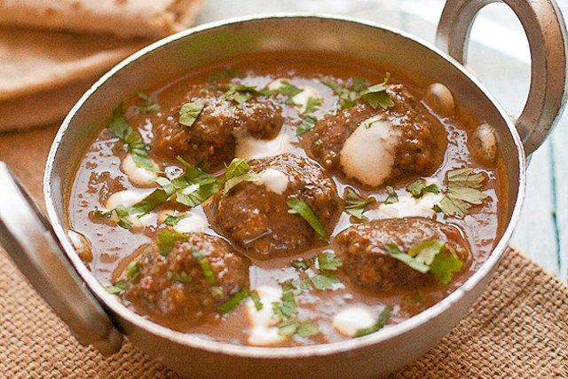 Тефтели из мяса ягненка в соусе карри