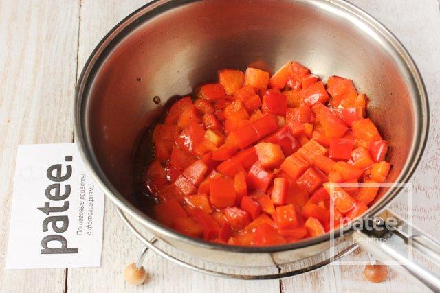 Салат с куриным мясом, стручковой фасолью и сладким перцем