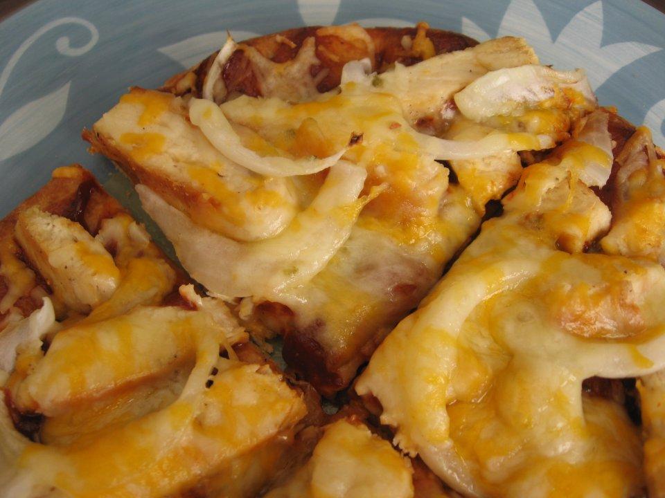 Пицца с курицей и соусом барбекю