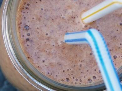Рецепт Бананово-шоколадный молочный коктейль