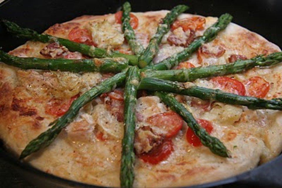 Пицца с курицей и овощами