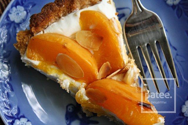 Тарт с абрикосами и миндалем