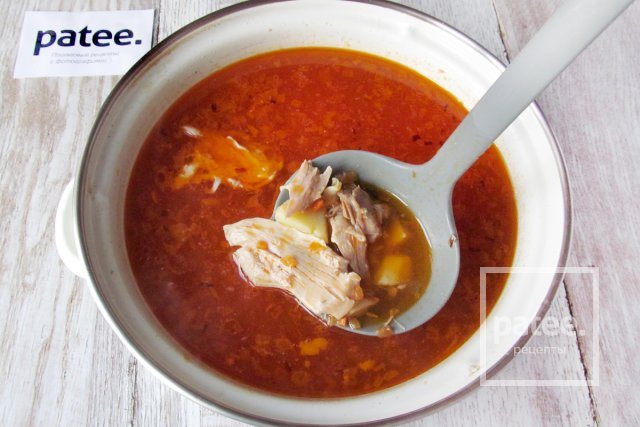Красный суп с курицей и пастой орзо