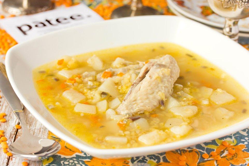 Суп с красной чечевицей и куриными крылышками