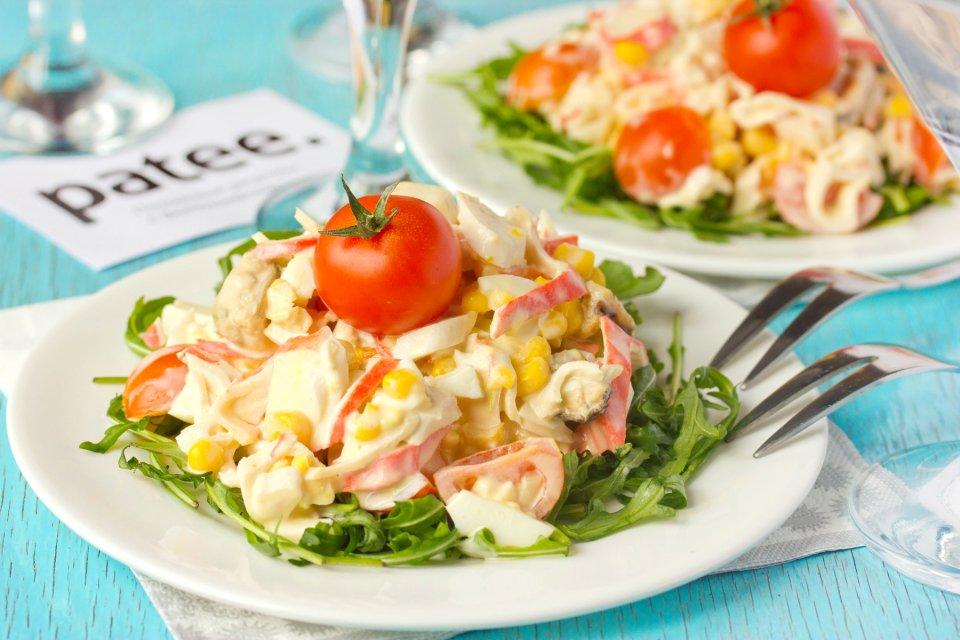 Салат с морепродуктами Остров