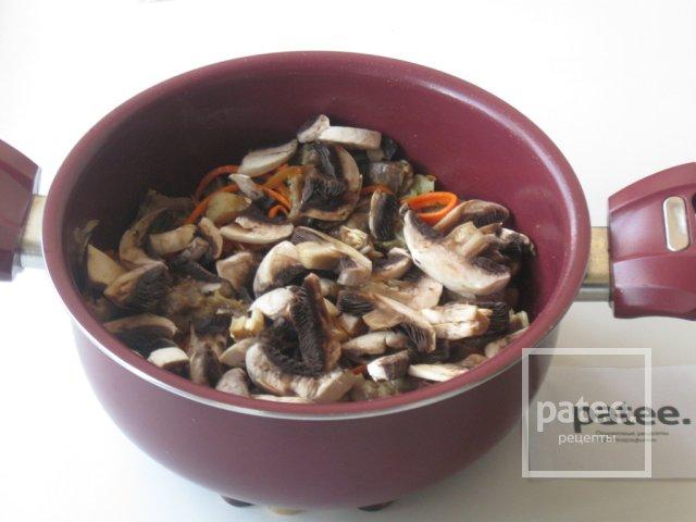 Лапша с куриными желудками и грибами